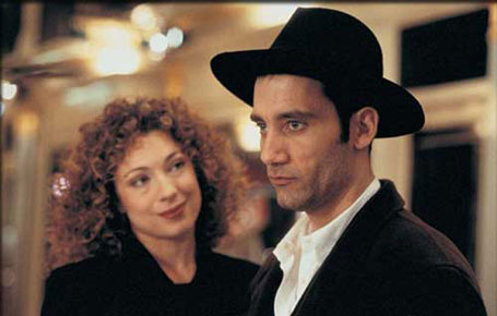 Alex Kingston and Clive Owen in Croupier